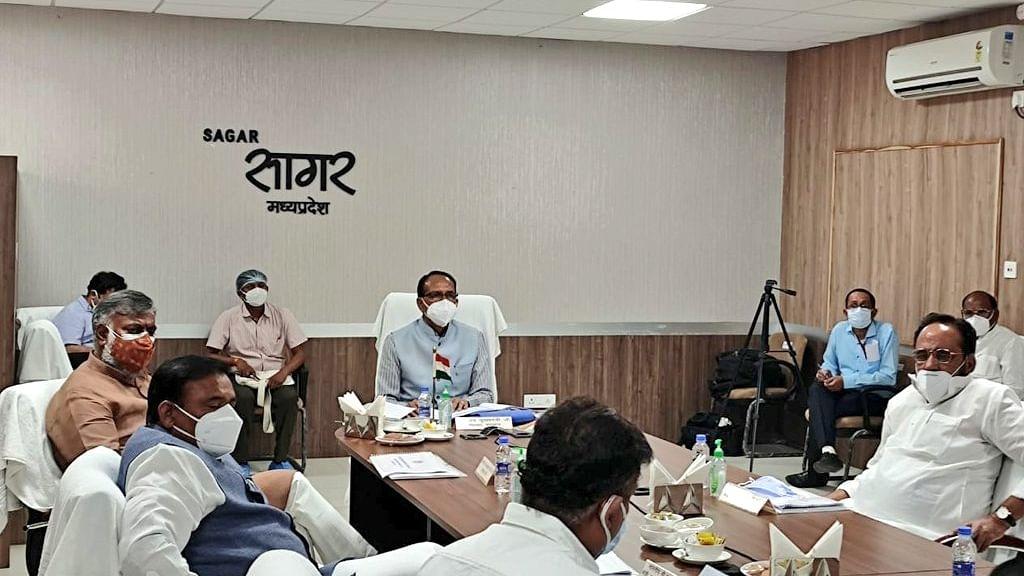 सागर में सीएम चौहान ने कोरोना नियंत्रण को लेकर की समीक्षा बैठक, कही यह बात