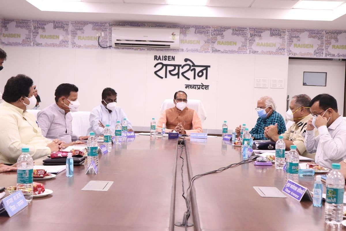रायसेन: CM ने क्राइसिस मैनेजमेंट ग्रुप  की ली बैठक, कोरोना को लेकर की चर्चा