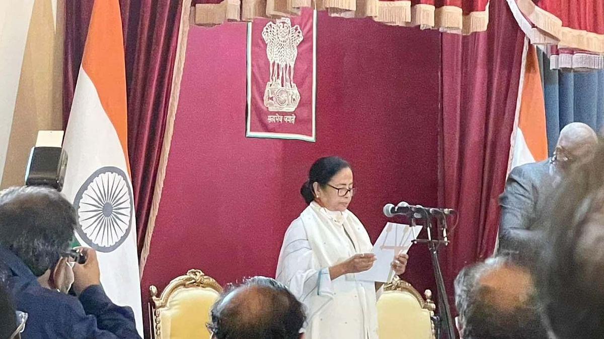 बंगाल सियासत में फिर ममता दीदी का राज- तीसरी बार CM पद की ली शपथ