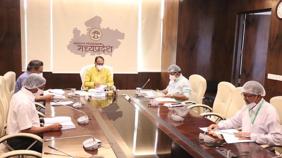 CM ने वन मंत्री शाह समेत अधिकारियों के साथ राज्य वन्य प्राणी बोर्ड की बैठक