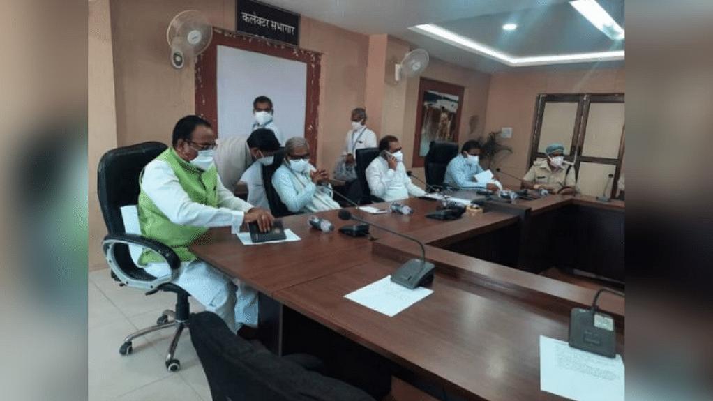 रीवा: कोरोना मरीजों की बढ़ती संख्या को देखते हुए लगा 17 मई तक लॉक डाउन