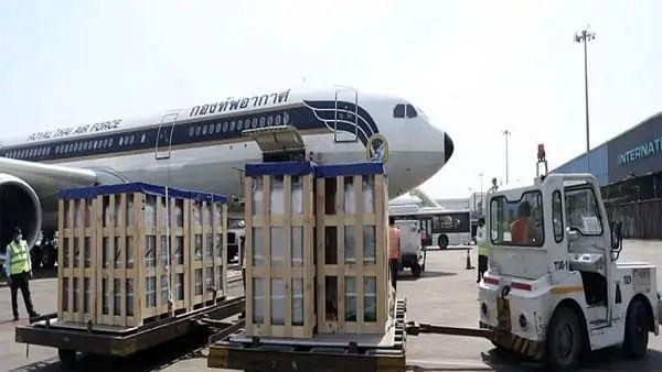 कई देशों के बाद अब थाईलैंड ने भी भारत के लिए भेजे ऑक्सीजन सिलिंडर