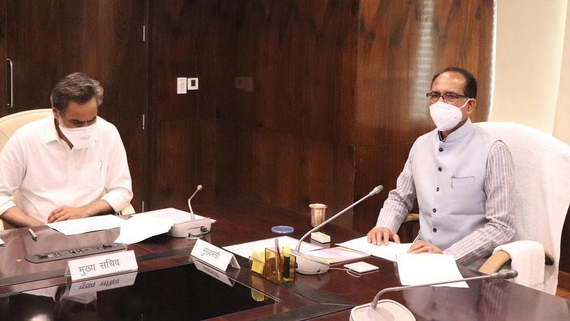 CM ने अधिकारियों के साथ खरीफ फसलों के लिए की तैयारियों की समीक्षा बैठक