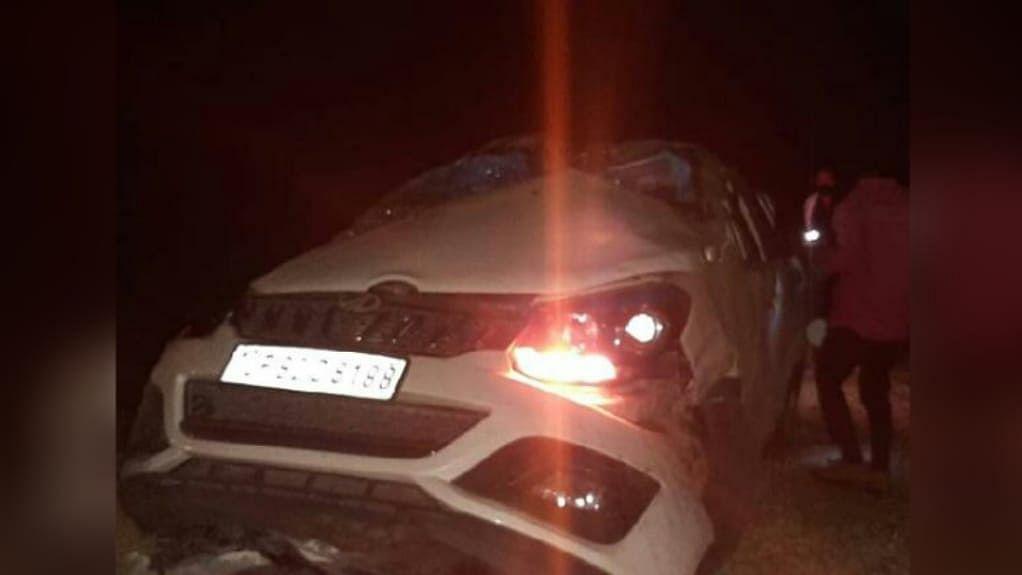 MP में फिर एक हादसा: तेज रफ्तार कार खंभे से टकराकर पलटी, 3 की दर्दनाक मौत