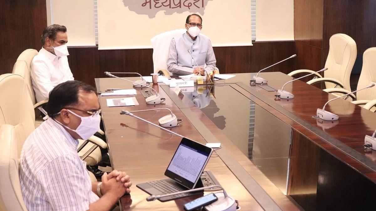 सीएम शिवराज ने कोविड-19 कोर ग्रुप के अधिकारियों के साथ की समीक्षा बैठक