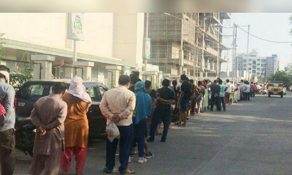 इंदौर में लॉकडाउन के बीच जनता की भीड़