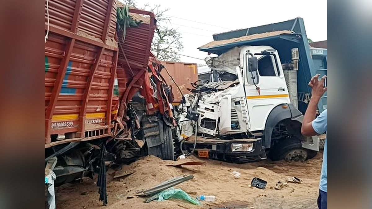 हरदा में डंपर और मिनी ट्रक की जोरदार टक्कर, हादसे में दोनों ड्राइवर की मौत