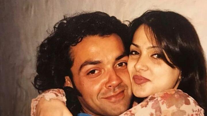बॉबी देओल की शादी को 25 साल पूरे, एक्टर ने शेयर कीं रोमांटिक तस्वीरें