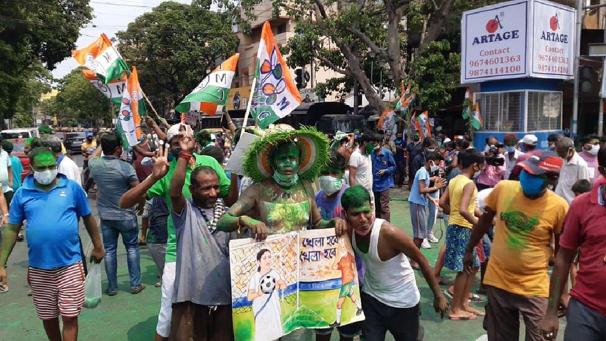 बंगाल चुनाव: जीत के जश्न में डूबे TMC कार्यकर्ता-EC ने लिया तगड़ा एक्शन