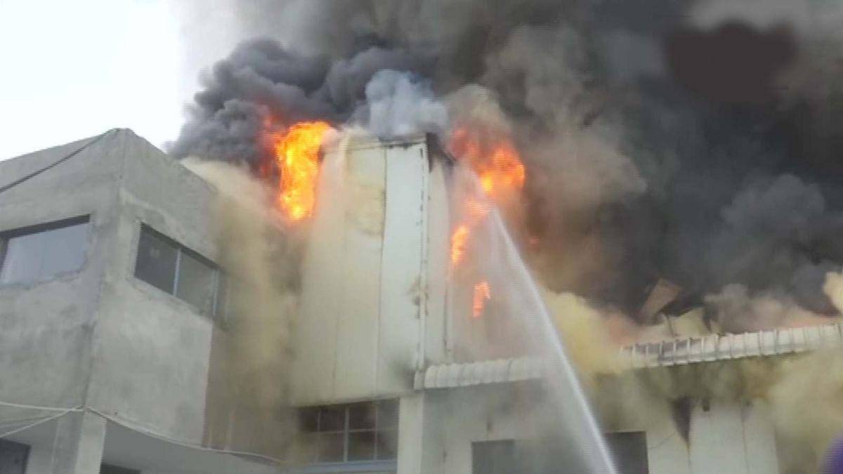 कोरोना काल में आग का तहलका- अब अमृतसर में ड्राई फ्रूट फैक्ट्री में भीषण आग