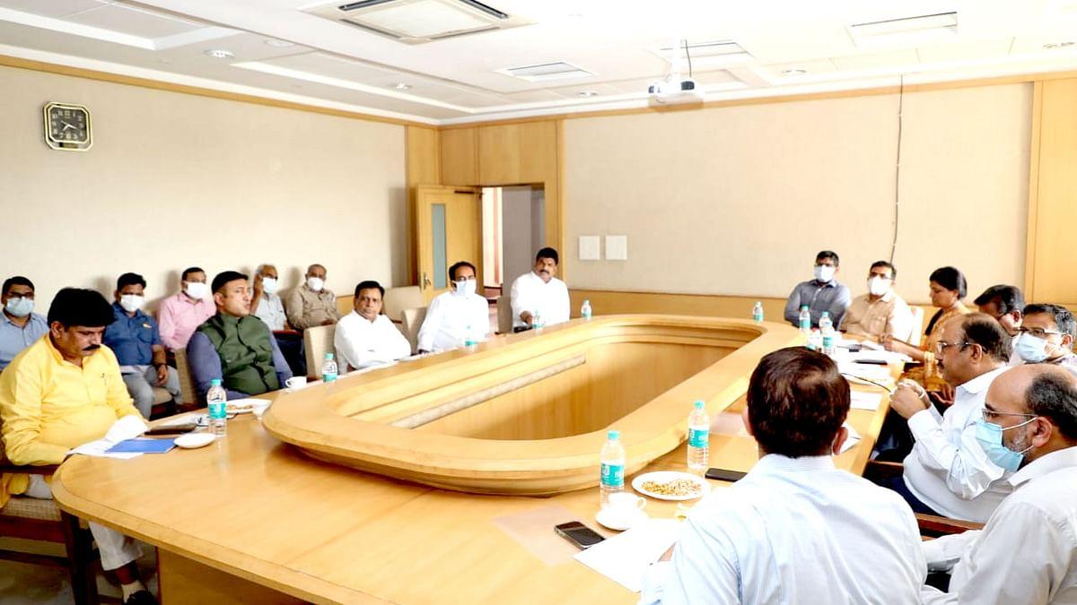 मंत्री देवड़ा ने आत्मनिर्भर MP के राजस्व अर्जन समूह के मंत्रियों की ली बैठक