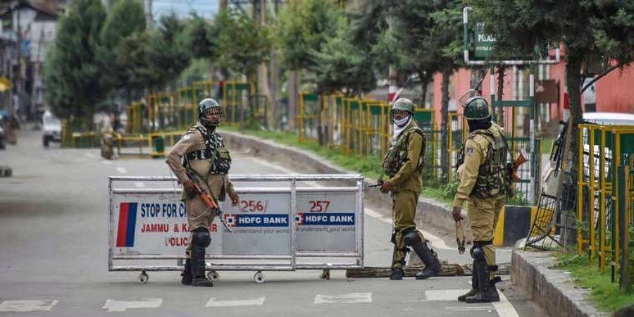 कश्मीर में कोरोना के मद्देनजर लोगों की आवाजाही पर पाबंदी