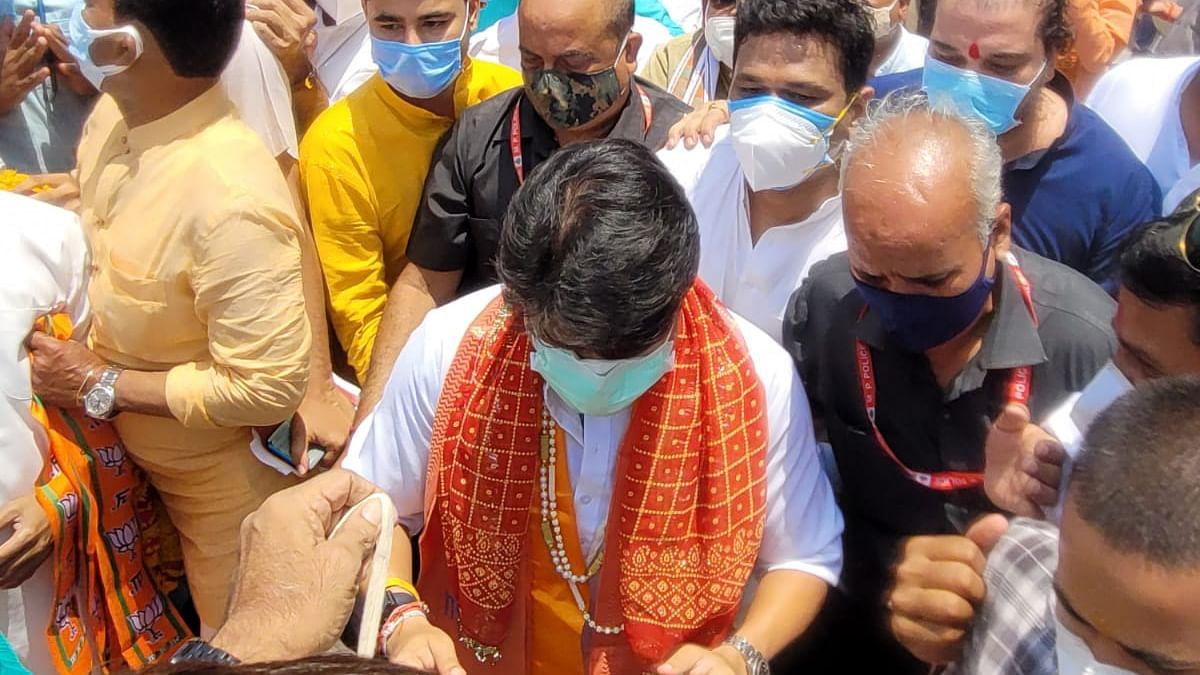 MP में सियासी हलचल के बीच पहुंचें सिंधिया भोपाल, सीएम से होगी मुलाकात