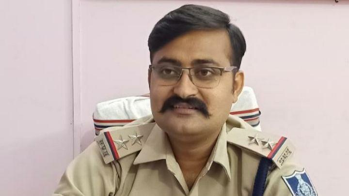 धारदार हथियार से राहगीरों को धमकाते आरोपी को गोरबी पुलिस ने किया गिरफ्तार