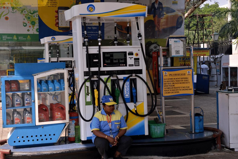 देश में Petrol 108 रुपए लीटर और Diesel 101 रुपए लीटर पंहुचा