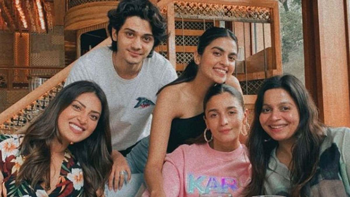आलिया भट्ट ने बहन शाहीन और दोस्तों के साथ किया लंच, सामने आई तस्वीर
