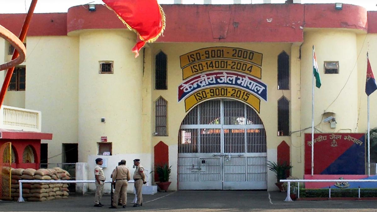 भोपाल: आपसी रंजिश को लेकर जेल के अंदर बदमाशों के बीच चली ब्लेड, 3 बंदी घायल