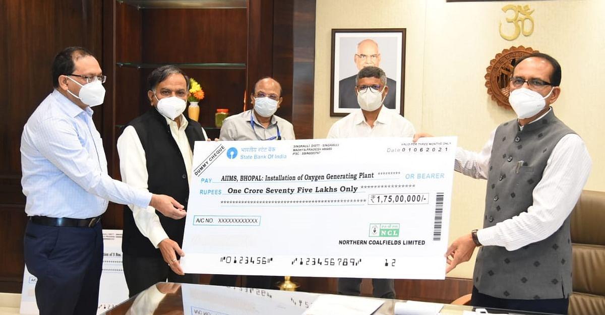 NCL CMD की MP CM से भेंट, मेडिकल कॉलेज को ऑक्सीजन प्लांट हेतु दिए 10 करोड़
