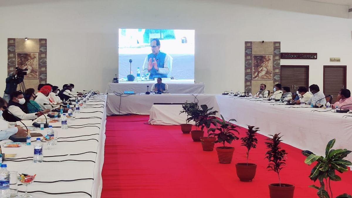सीहोर में CM की मंत्रियों के साथ विशेष बैठक, इन मुद्दों पर कर रहे हैं चर्चा