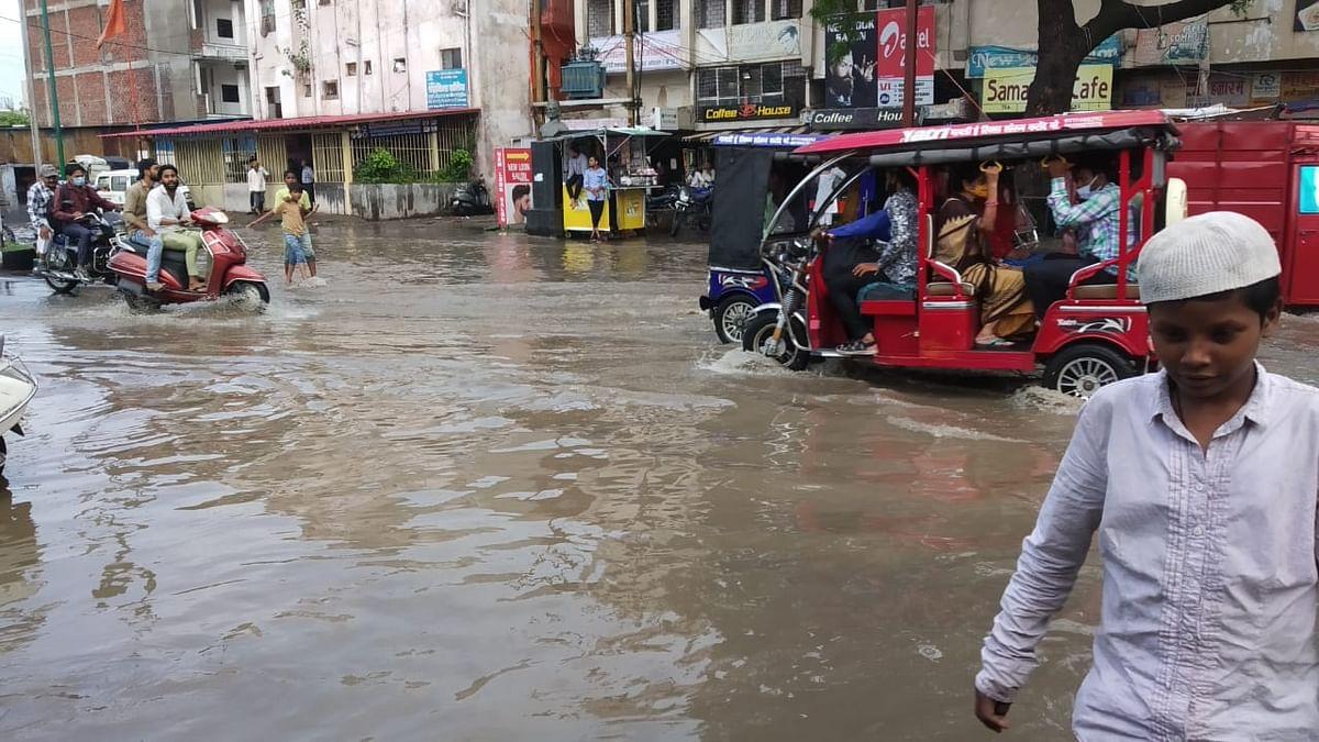 MP Weather Update: तेज़ बारिश ने बरसाया राजधानी में कहर, सड़कें हुईं जलमग्न