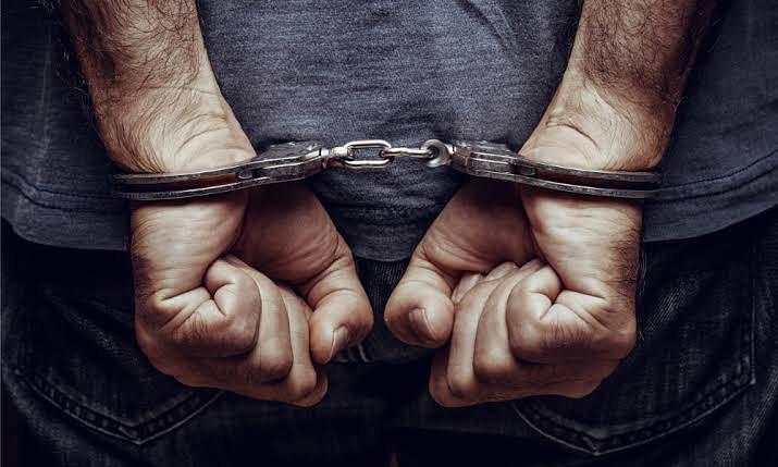 किराए पर वाहन लेकर लूटपाट करने वाले दो बदमाश क्राइम ब्रांच की हिरासत में