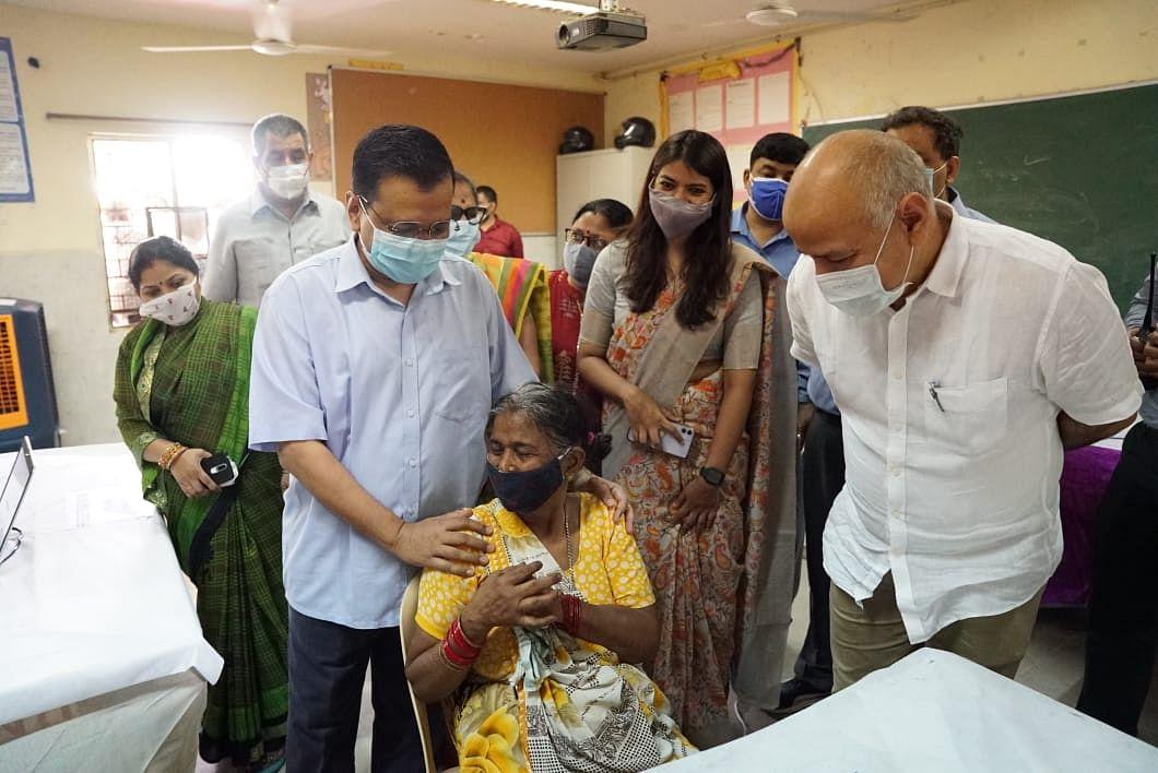 दिल्ली के 70 वार्ड में स्पेशल वैक्सीनेशन अभियान शुरू- CM ने लिया जायजा