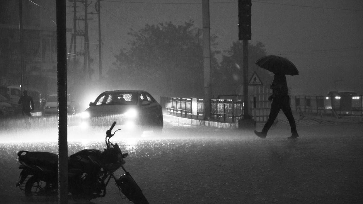 मौसम अपडेट: तेज बारिश से भोपाल समेत भीगा पूरा MP, जीवन हुआ अस्त-व्यस्त