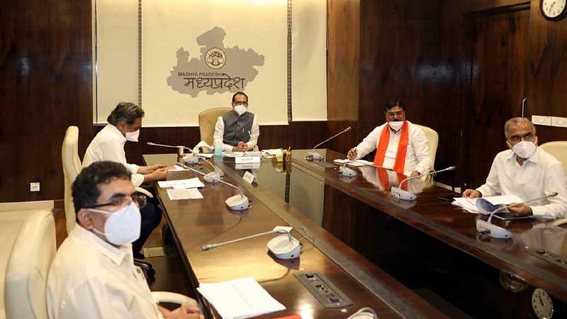 सीएम शिवराज ने प्रधानमंत्री फसल बीमा योजना की टास्क समिति की ली बैठक