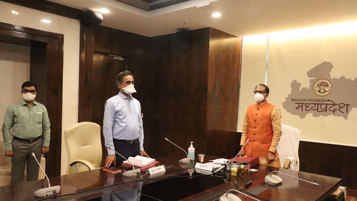मंत्रालय में राष्ट्रगीत के साथ शुरू हुई कैबिनेट बैठक, CM ने दिया संबोधन