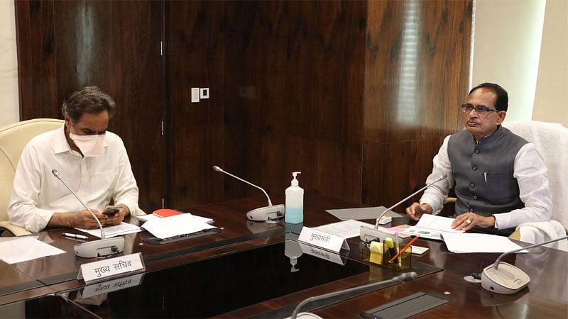 मुख्यमंत्री चौहान ने कोरोना की स्थिति और व्यवस्थाओं को लेकर की समीक्षा बैठक