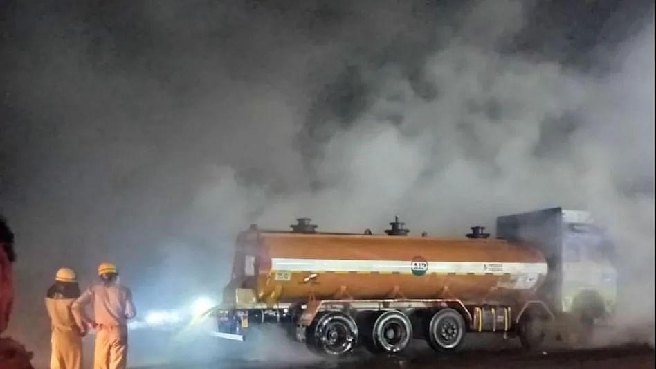 ओडिशा से कोलकाता जा रहे ट्रक से हुआ तेजाब का रिसाव, टला बड़ा हादसा