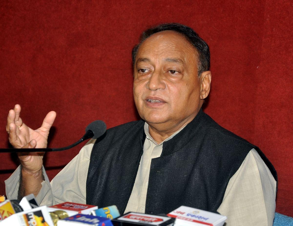 Indore : कांग्रेस विधायक ने सिंधिया पर साधा निशाना