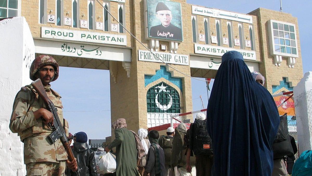 पाकिस्तान ने अफगानिस्तान की सीमा को किया सील
