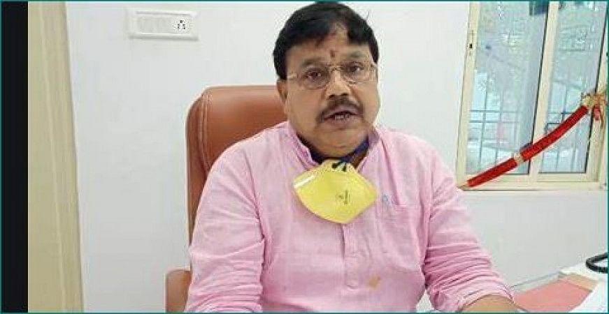 Gwalior : ऊर्जा मंत्री के सीढ़ी पर चढ़ने से गिरा शिकायतों का ग्राफ