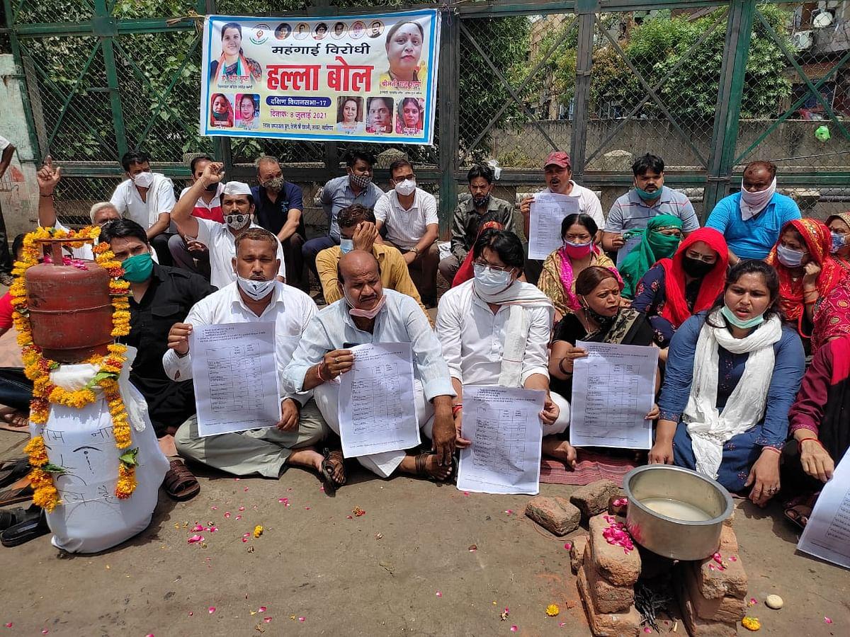 Gwalior : महिला कांग्रेस ने महंगाई को लेकर सड़क पर किया प्रदर्शन