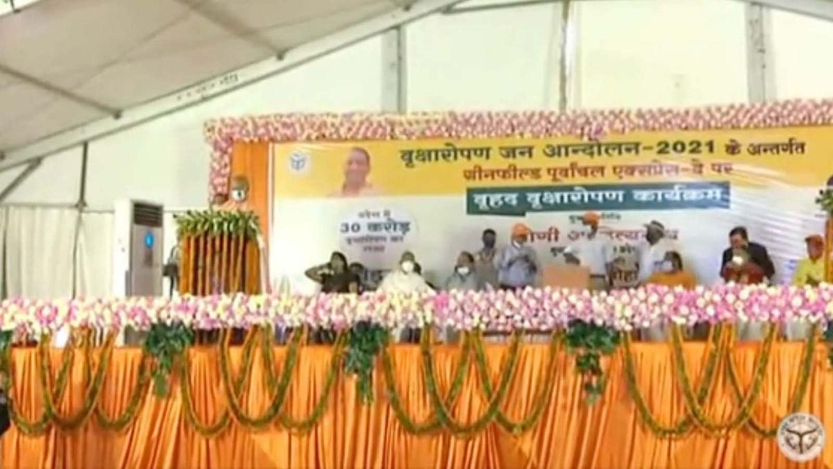 Van Mahotsav: UP में CM योगी का वृक्षारोपण महाअभियान