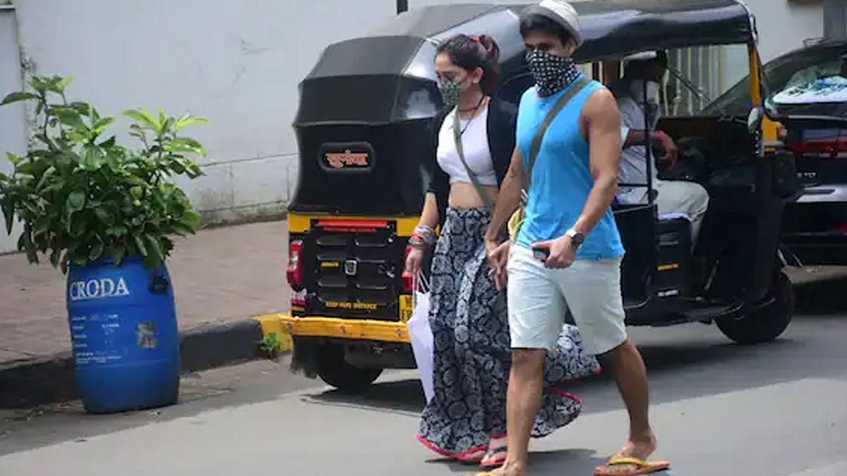 बॉयफ्रेंड नुपुर शिखरे का हाथ थामे घूमती नजर आईं Aamir Khan की बेटी Ira Khan