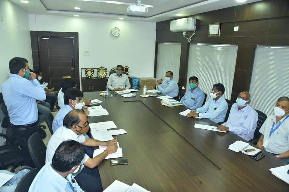 कलेक्टर ने दिए निर्देश- प्रधानमंत्री आवास निर्माण कार्य 15 अगस्त तक पूर्ण कराये