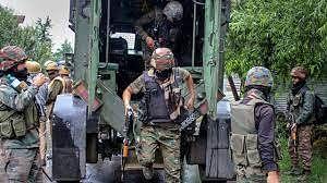 कश्मीर के बारामूला में आतंकियों ने फेंका ग्रेनेड- 2  जवान और 1 नागरिक घायल