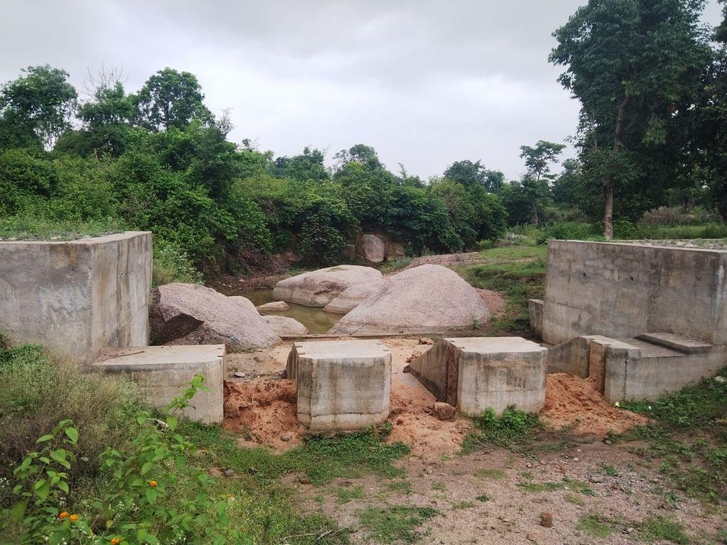 Anuppur : शासकीय धन की होली खेल रहा भ्रष्ट इंजीनियर