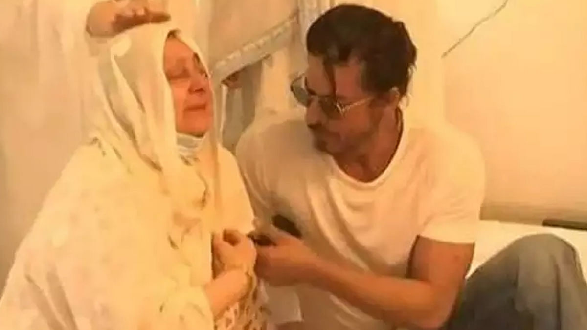 अंतिम विदाई में पहुंचे शाहरुख खान
