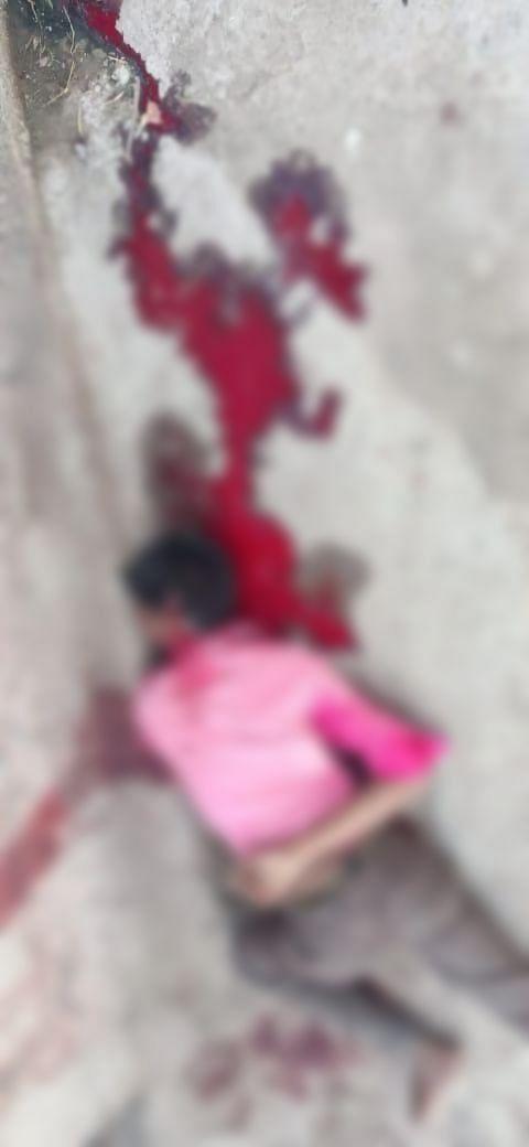 सिर और गर्दन पर कुल्हाड़ी से वार कर युवक की हत्या