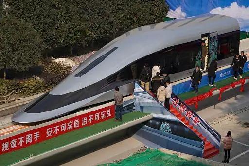 चीन में लांच हुई हवा में तैरने वाली सुपर हाई स्पीड 'Maglev Train'