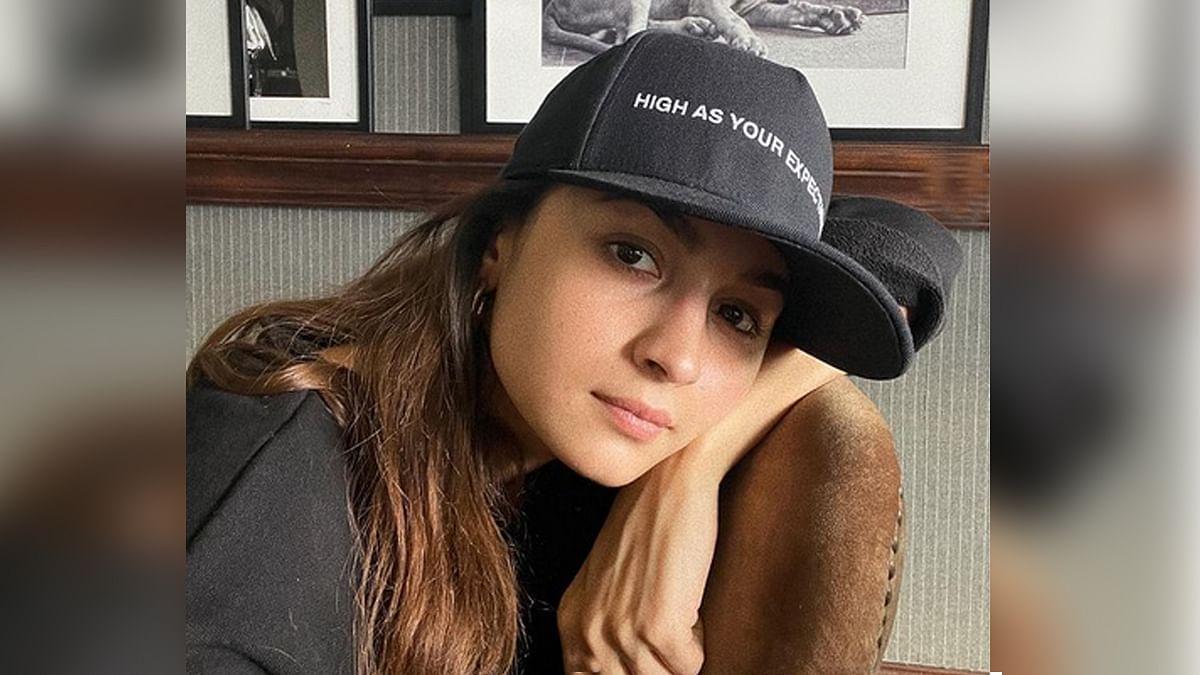 रणबीर कपूर की हैट पहन आलिया ने शेयर की सेल्फी, कैप्शन ने खींचा सबका ध्यान