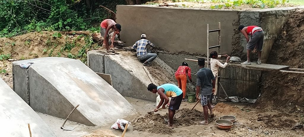 Anuppur : दूसरे की पंचायत में बना दिया 45 लाख का चेक डेम