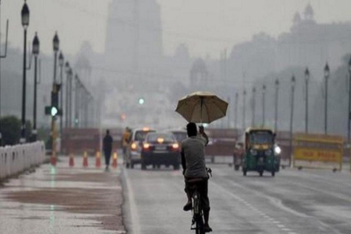 दिल्ली NCR में बारिश जारी- तापमान में गिरावट से हल्की ठंड का होने लगा अहसास