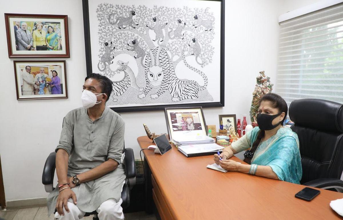 यशोधरा ने जिले में कोविड-19 के संक्रमण, व्यवस्थाएँ और वैक्सीनेशन कार्य की समीक्षा की