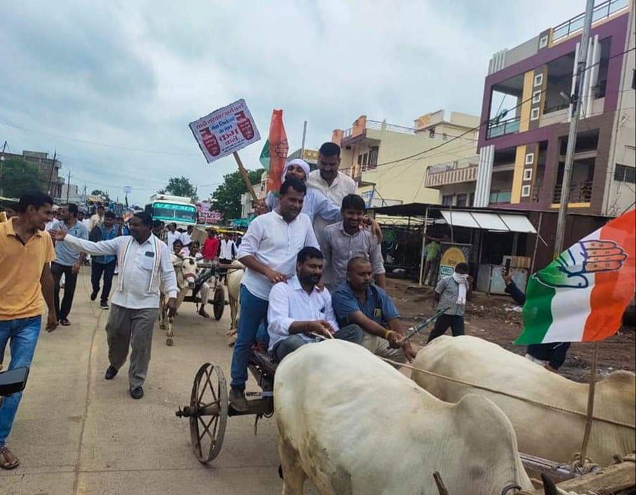Satwas : युवक कांग्रेस के नेतृत्व में महंगाई के खिलाफ जंगी प्रदर्शन