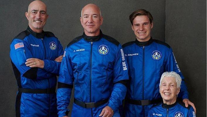 Jeff Bezos आज भरेंगे अंतरिक्ष के लिए उड़ान