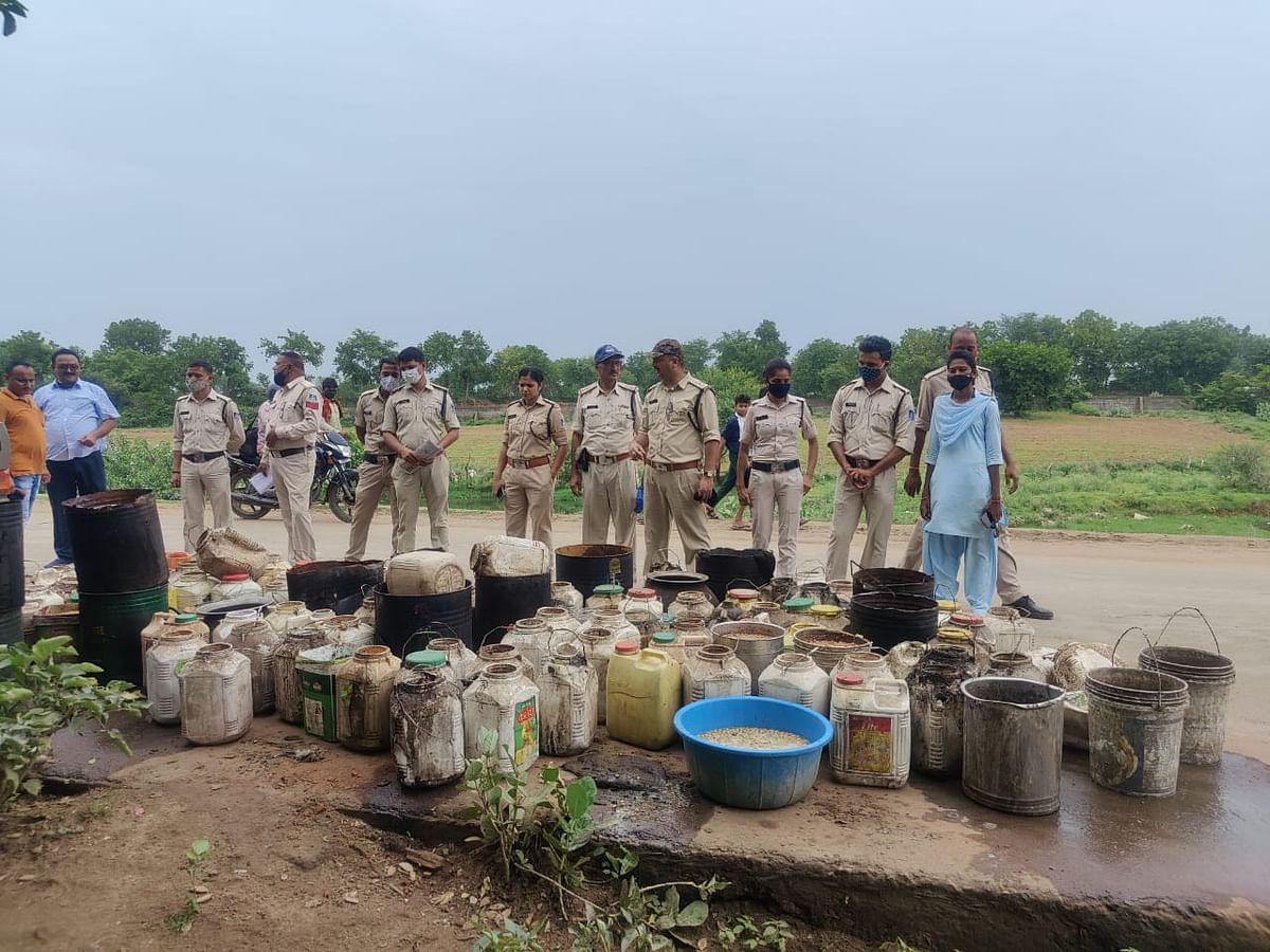 Pipariya : लाखों की अवैध शराब, महुआ लाहन जब्त, 22 आरोपी धराए